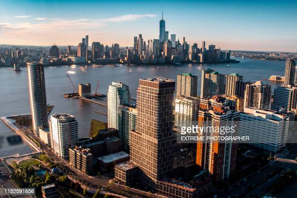 downtown manhattan and one world trade center viewed from a helicopter above the jersey waterfront - jersey city stock pictures, royalty-free photos & images