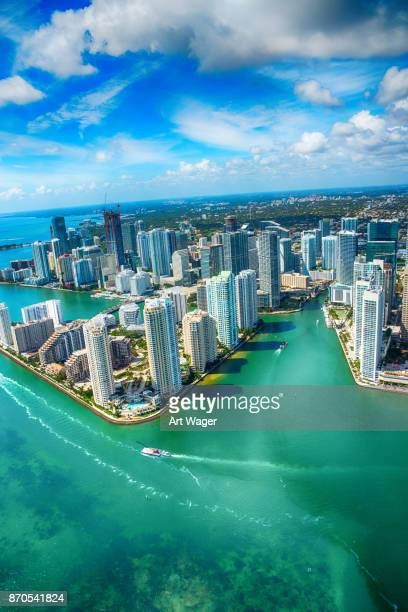 downtown miami from over biscayne bay - miami foto e immagini stock