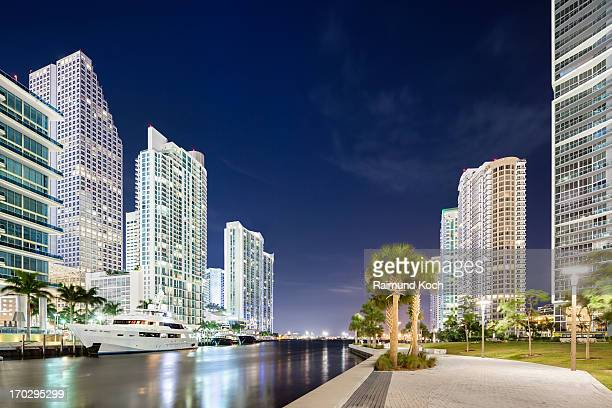 Downtown Miami, Riverwalk at night