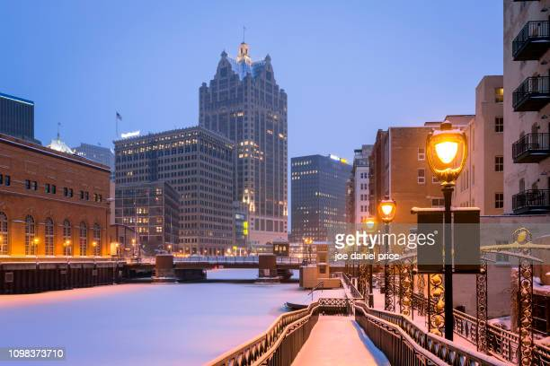 downtown, milwaukee river, milwaukee, america - milwaukee wisconsin stock pictures, royalty-free photos & images
