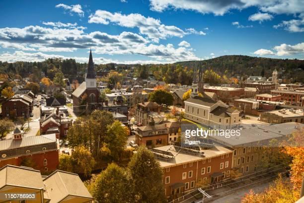 downtown montpelier, vermont skyline in de herfst - montpelier vermont stockfoto's en -beelden