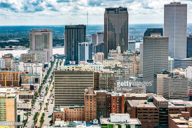ダウンタウンのニユー ・ オーリンズのスカイライン空中 - カナルストリート ストックフォトと画像