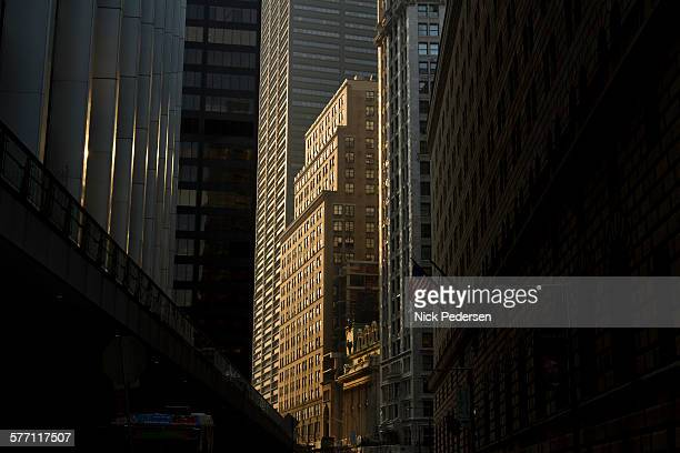 downtown new york city - wall street stock-fotos und bilder