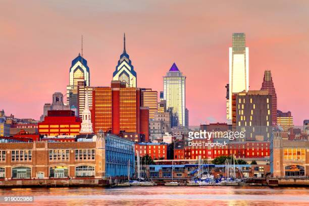 downtown philadelphia pennsylvania skyline - philadelphia pennsylvania stock pictures, royalty-free photos & images