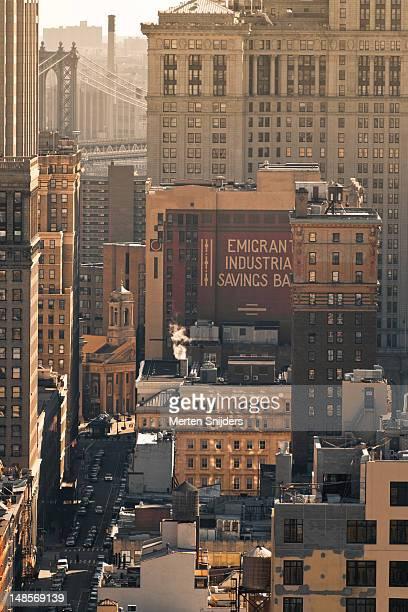 downtown rooftops and manhattan bridge. - merten snijders - fotografias e filmes do acervo