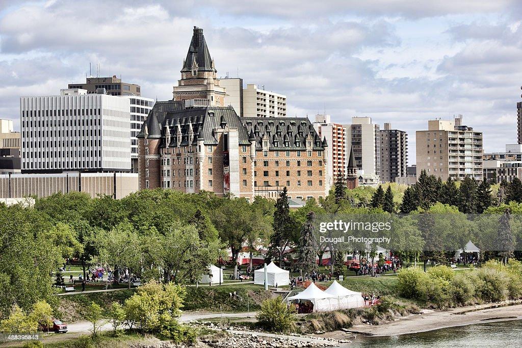 Centro da cidade de Saskatoon com Bessborough Hotel durante Children's Festival : Foto de stock