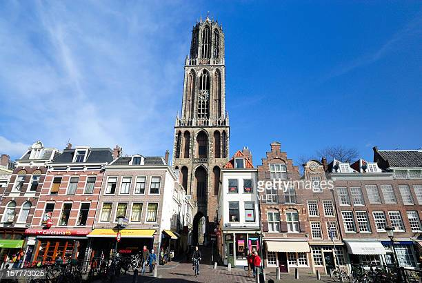 downtown shopping street and dom tower in utrecht - utrecht stockfoto's en -beelden