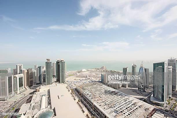 downtown skyline, doha, qatar - doha stock-fotos und bilder