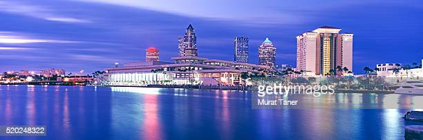 downtown tampa skyline at night - tampa stock pictures, royalty-free photos & images