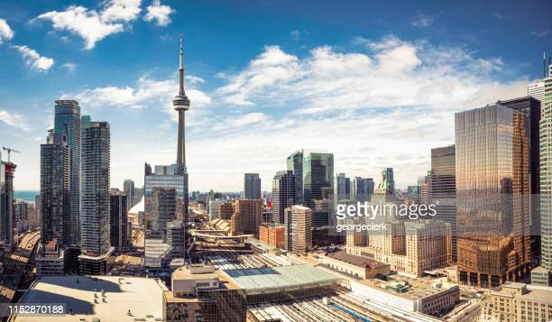 downtown toronto skyline panorama - cn tower stock pictures, royalty-free photos & images