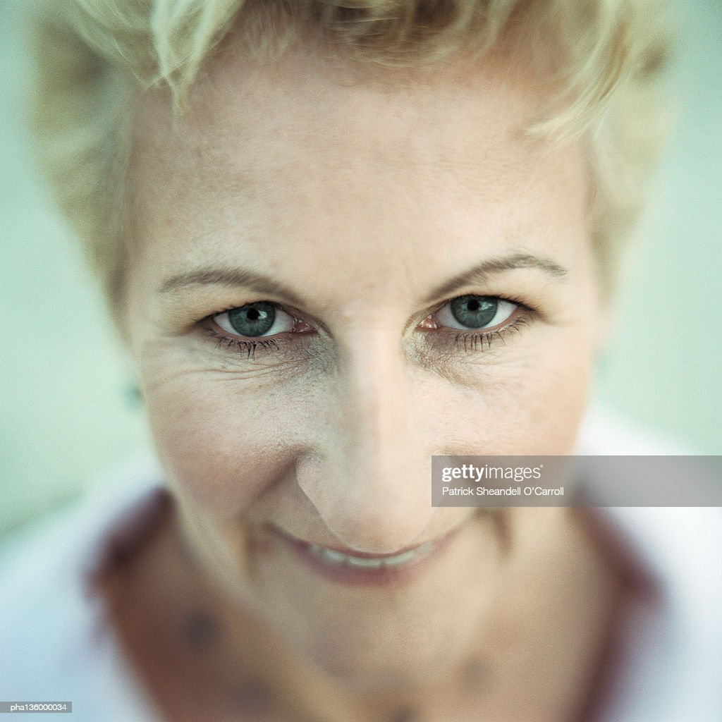 Downward  view of portrait of senior woman looking up : Stockfoto