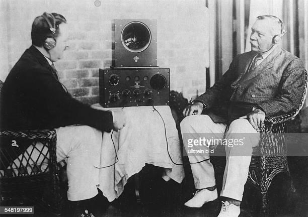 Doyle Arthur Conan Sir Doctor Writer GB *22051859 Portrait giving a radio interview ca 1925 Photographer Walter Gircke Vintage property of ullstein...