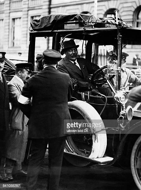 Doyle Sir Arthur Conan *22051859Schriftsteller Arzt GB Portrait im Auto als Teilnehmer der PrinzHeinrichFahrt 1911