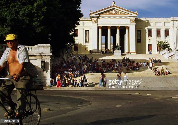 Dozens of students sit on the steps of the University de la Habana as they wait for the new school year to begin in La Habana Cuba 03 September 2001...