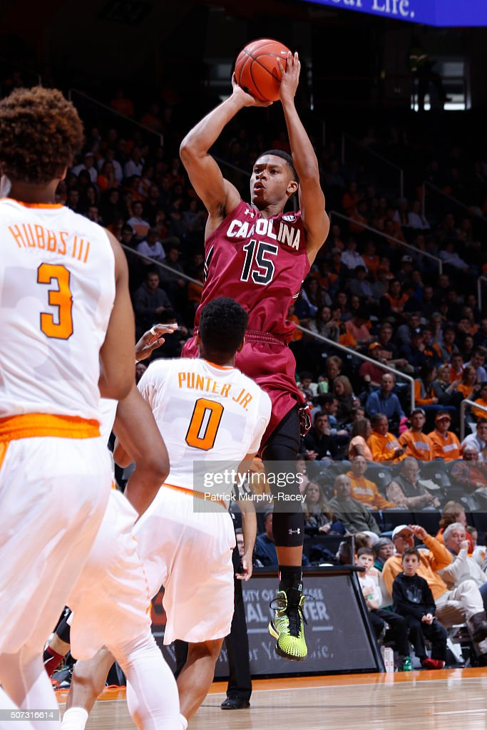 Dozier #15 of the South Carolina Gamecocks shoots over Kevin Punter Jr. #0 of the of the Tennessee Volunteers shoots against in a game at Thompson-Boling Arena on January 23, 2016 in Knoxville, Tennessee.