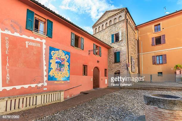 dozza, old town - emilia romagna, italy - bairro antigo imagens e fotografias de stock