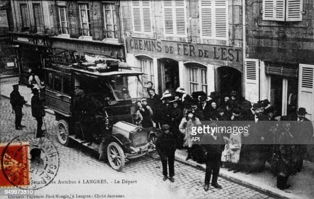 Départ de passagers service des Autobus à Langres France