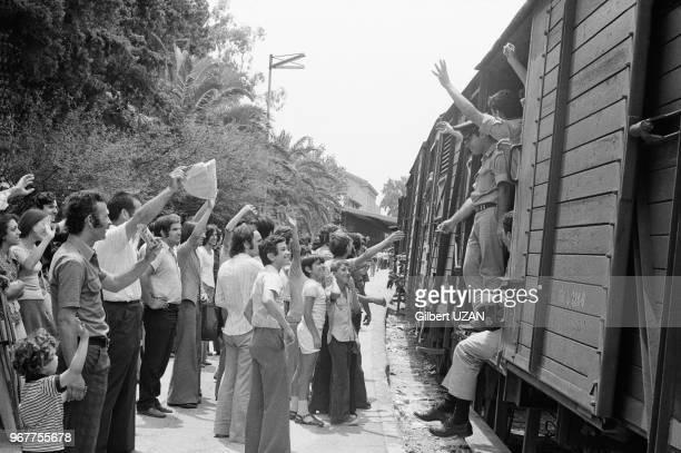 Départ des rappelés à la gare d'Athènes après le chute du régime des colonels le 20 juillet 1974Grèce