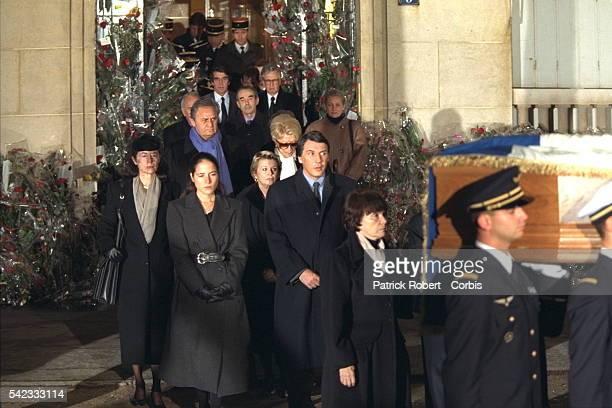 Départ du cortège funéraire suivi par Danielle Mitterrand.
