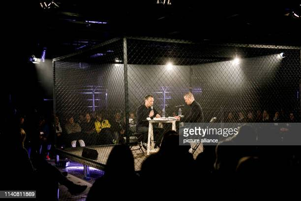Dpatop - 02 May 2019, Berlin: The writers Sebastian Fitzek and Vincent Kliesch read in front of an audience in a cage at the event for the world...
