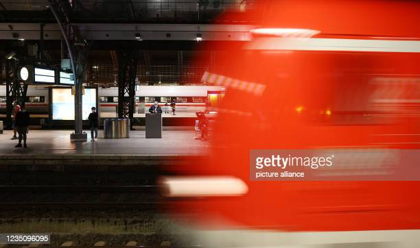 Dpatop - 07 September 2021, North Rhine-Westphalia, Cologne: A train pulls into the main station. The German Train Drivers' Union ended its strike at...