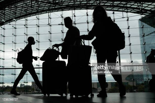 Dpatop - 16 September 2021, Berlin: Travellers pull rolling suitcases in Berlin's main station. Deutsche Bahn and the train drivers' union GDL have...