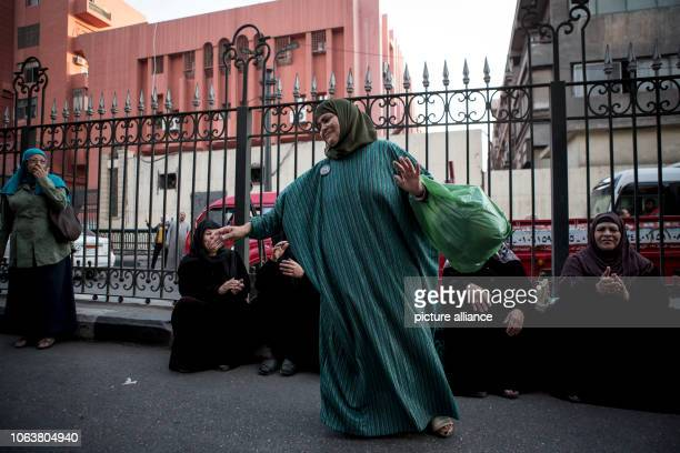 Dpatop - 20 November 2018, Egypt, Cairo: A woman takes part in a Sufis march at Al Hussein district, to mark the Mawlid al-Nabi al-Sharif, an...