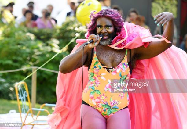 Dpatop - 25 July 2019, Bavaria, Bayreuth: Drag queen Le Gateau Chocolat at the Bayreuth Festival, Germany on July 25, 2019. Photo: Tobias Hase/dpa