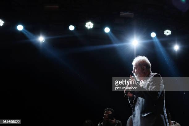 dpatop Brazil's Former president Luiz Inacio Lula da Silva speaks at a campaign rally organized by leftwing political parties in Rio de Janeiro...