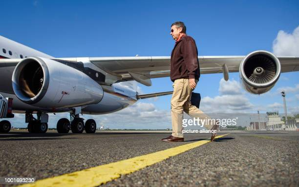 dpatop German foreign minister Sigmar Gabriel boards an Airbus A340 of the German Air Force at the military part of Tegel Airport in Berlin Germany 3...