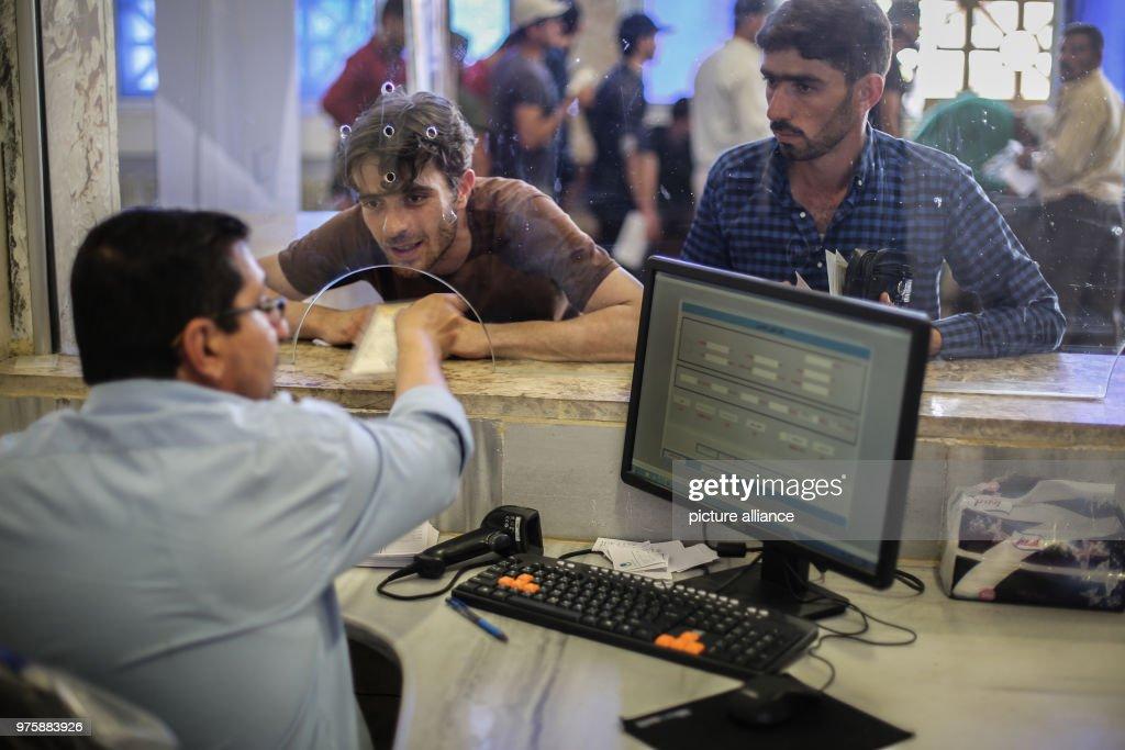 Syrian refugees return for Eid al-Fitr holidays in Idlib : Nachrichtenfoto