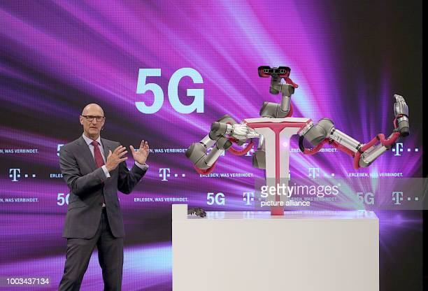 dpatop Timotheus Hoettges chairman of Deutsche Telekom explains the future 5G network at the general assembly in Cologne Germany 31 May 2017 Photo...