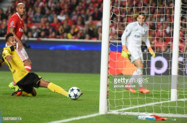 Champions League Benfica Lissabon Borussia Dortmund KoRunde Achtelfinale Hinspiele am in Estádio da Luz Lissabon Portugal Dortmunds PierreEmerick...