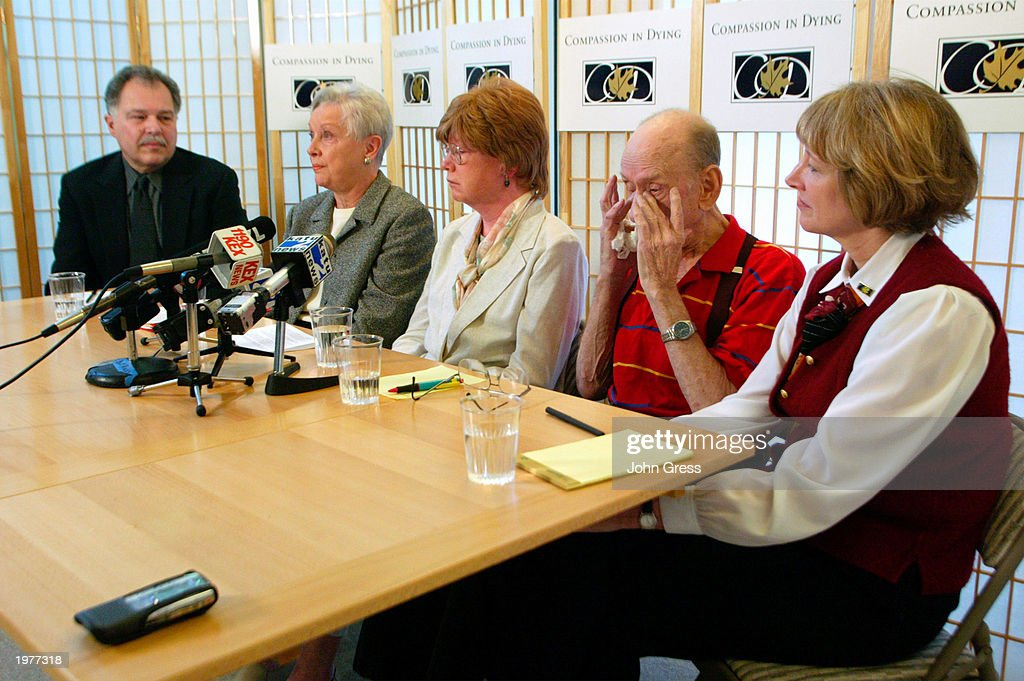 dr al willeford rubs his eyes during a news conference held by news photo getty images 2