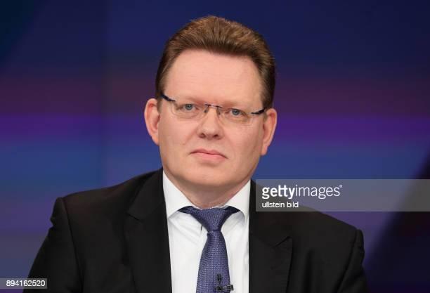 Dr Andreas Hollstein in der ZDFTalkshow maybrit illner am in Berlin Integration oder Spaltung Was kostet uns der soziale Frieden