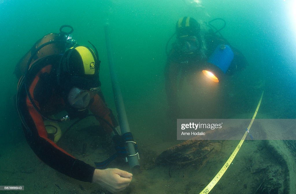 Slovenia - Ljubljanica river - Divers using air pressured pump for cleaning artifacts : News Photo