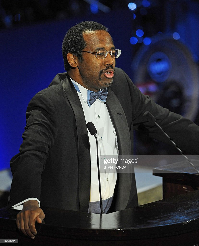 Dr. Ben Carson Sr., Professor and Director of Pediatric Neurosurgery at John Hopkins University after accepting the Lifetime Achievement Award at the Jackie Robinson Foundation annual Awards Dinner March 16, 2009 at the Waldorf Astoria Hotel in New York. AFP PHOTO/Stan Honda