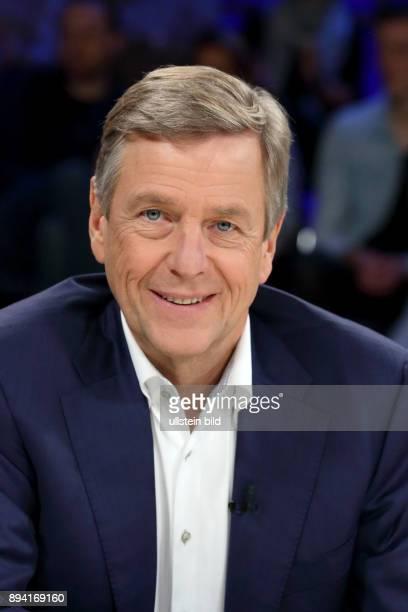 Dr Claus Kleber in der ZDFTalkshow maybrit illner am in Berlin Sex Lügen EMails Schlammschlacht ums Weiße Haus