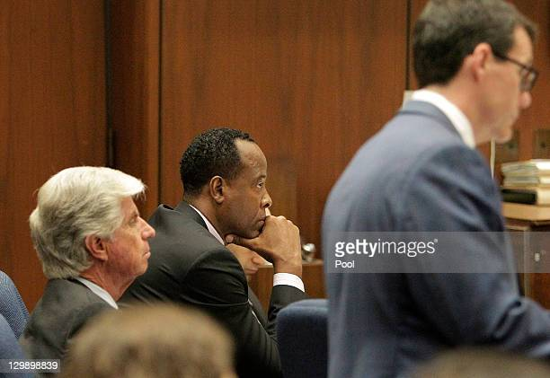 Dr Conrad Murray listens as defense attorney Ed Chernoff cross examines anesthesiology expert Dr Steven Shafer during Murray's involuntary...