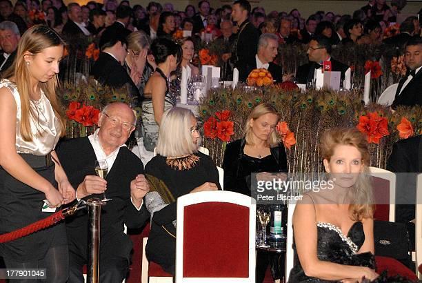 Dr Dieter Kronzucker Lebensgefährtin Barbara Tillian Susanne Kneuss Stanislaw Tillich mit Ehefrau Veronika und SE Khaldoon Khalifa Al Mubarak 7...