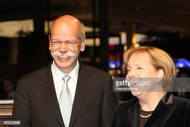 Dr Dieter Zetsche Bundeskanzlerin Angela Merkel Bei Der Nacht Der Stars Ein Festabend Des Paralympischen Sports In Der Mercedes Welt Am Salzufer In...