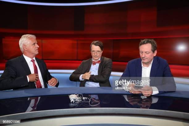 Dr Eckart von Hirschhausen mit Bernd Meurer in der ARDTalkshow hart aber fair am in Berlin Waschen pflegen trösten Wer kümmert sich um uns wenn wir...