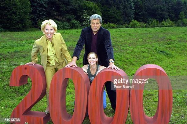 """Dr. Gabriele Metzger, Konrad Krauss, Inez Björg David , ARD-Serie: """"Verbotene Liebe"""", Hamburg, 2000. Folge, , Jubiläum, Schauspielerin, Schauspieler,..."""