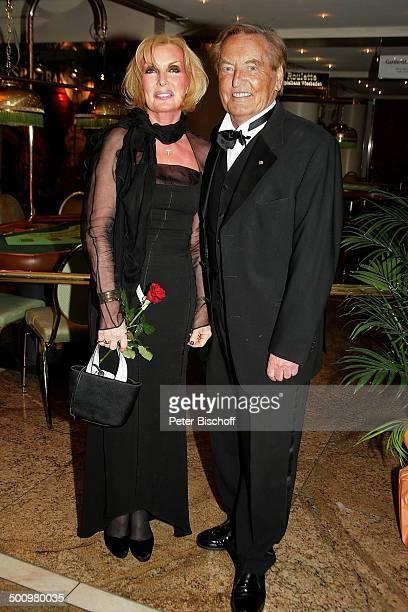 Dr Gerhard MayerVorfelder Ehefrau Margit Gala 24 Sportpresseball Motto Titel Tanz und Tore Alte Oper Frankfurt Deutschland PNr 1443/2005 Ehemann Rose...
