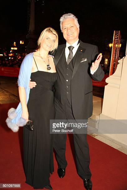 """Dr. Guido Knopp, Ehefrau Gabriella, Gala """"29. """"Deutscher Sportpresseball"""", Alte Oper, Frankfurt, Hessen, Deutschland, Europa, roter Teppich Promi,..."""