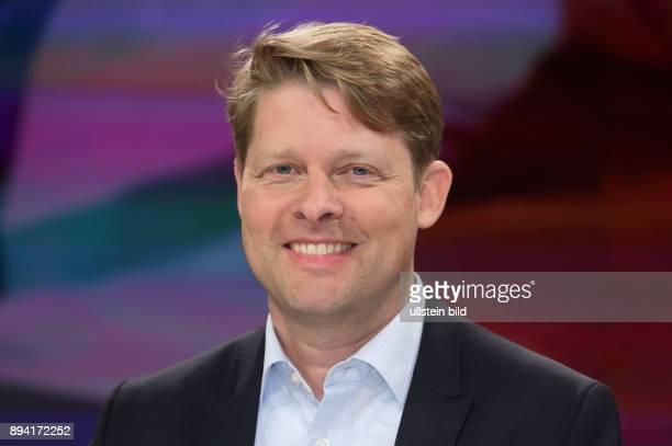 Dr Guido Steinberg in der ZDFTalkshow maybrit illner am in Berlin Frankreich im Ausnahmezustand Zwischen EMFieber und TerrorAngst