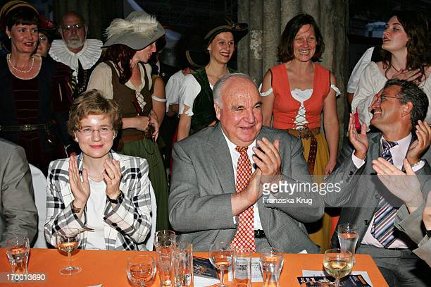 Dr Helmut Kohl and girlfriend Maike Richter at Zdf summer festival on the Museum Island in Berlin 290605.