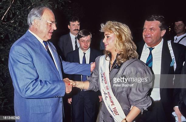 Dr. Helmut Kohl, Anja Hörnich , Kanzlerfest, Deutschland, , lachen, Handschlag, Hände-druck, Scherbe, Auszeichnung, Brille, Brillenträger,...