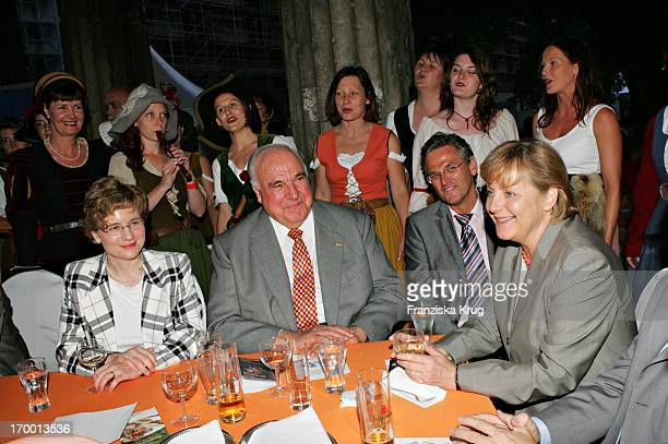 Dr Helmut Kohl at girlfriend Maike Richter Peter Frey And when Angela Merkel Zdf summer festival on the Museum Island in Berlin 290605