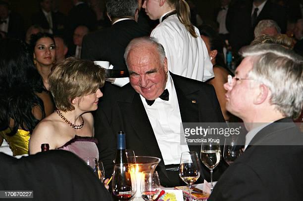 Dr Helmut Kohl Mit Freundin Maike Richter Beim Deutschen Opernball In Der Alten Oper In Frankfurt Am 250206